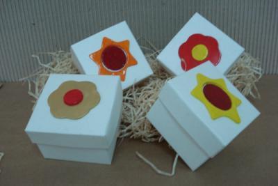 haz cajas decorativas con cart n y papel adhesivo iorigen. Black Bedroom Furniture Sets. Home Design Ideas