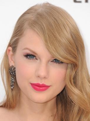 Taylor Swift maquillada para el verano