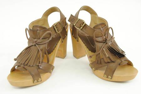 Sandalias de madera y piel de Zapatosdetalla.com