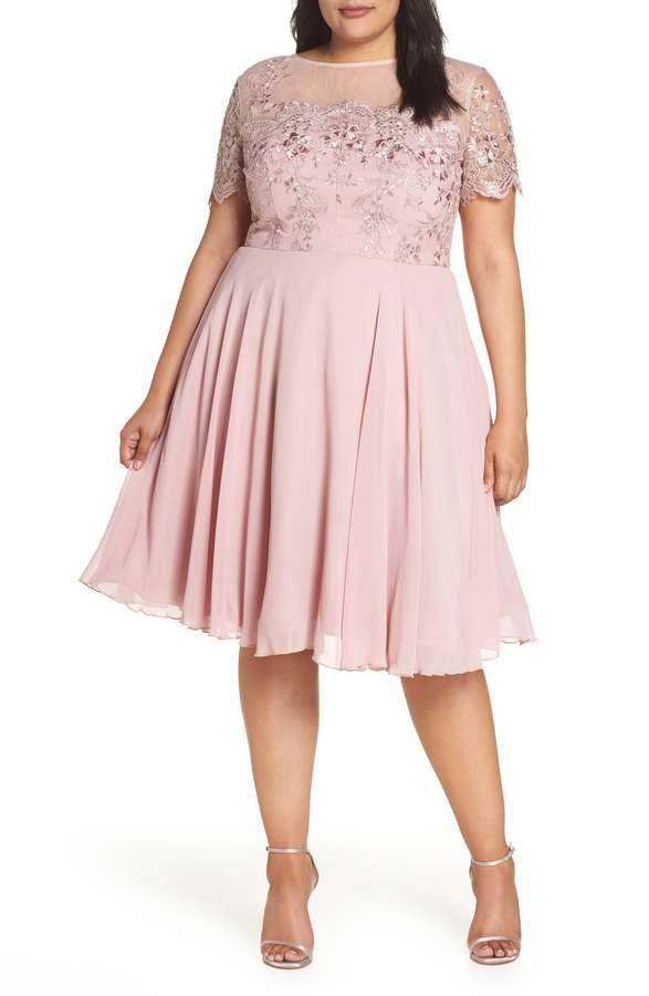 vestido rosa caderas anchas