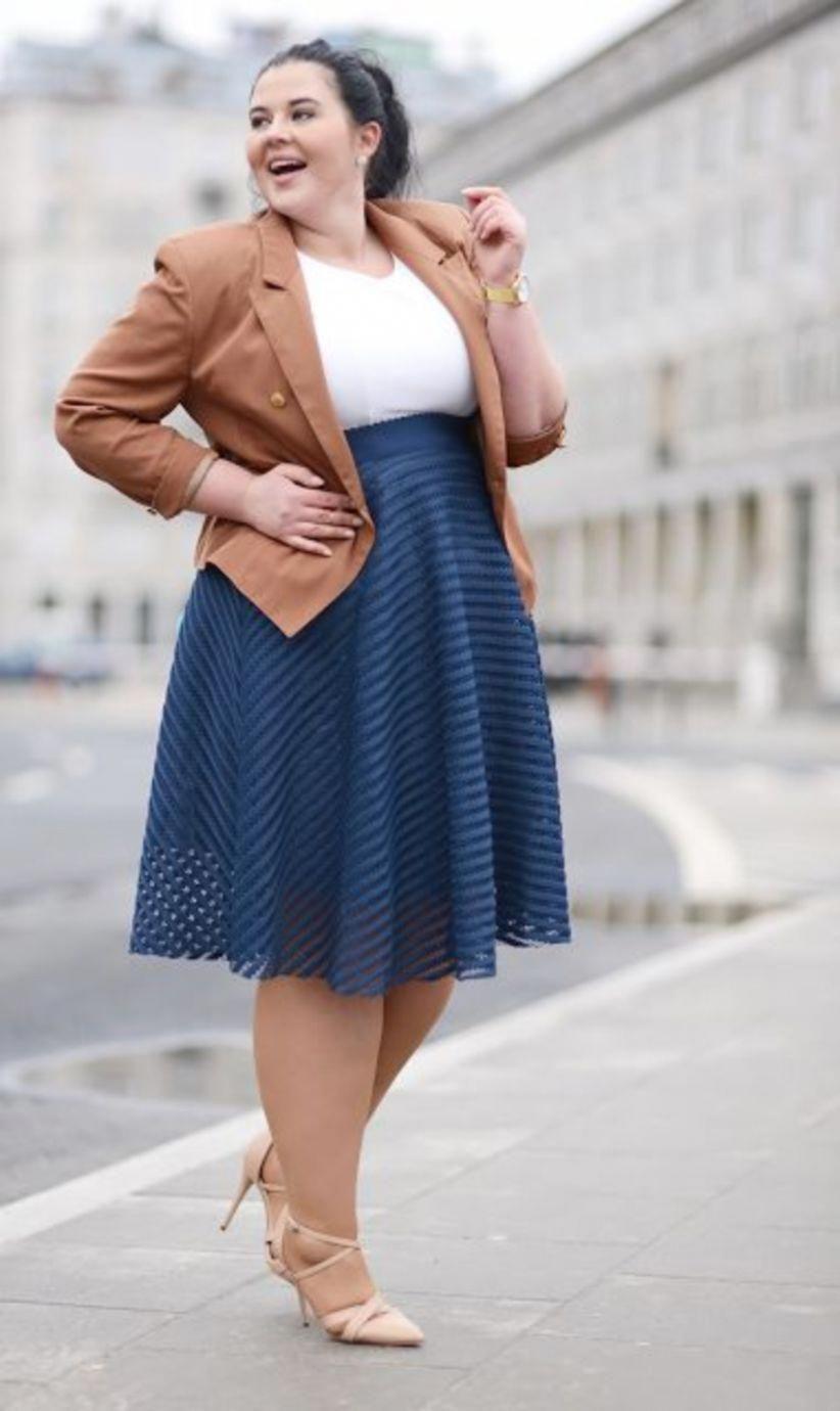 blusa con chaqueta y falda