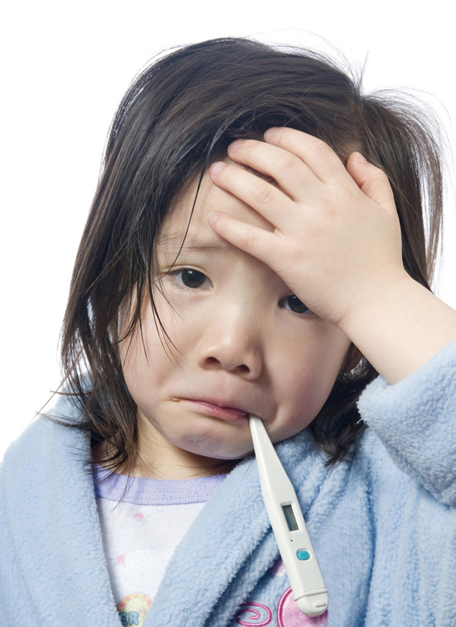 niña con resfriado