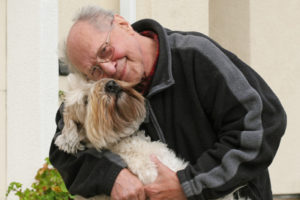 Un hombre enfermo de Alzheimer vuelve a hablar gracias a su perro 1
