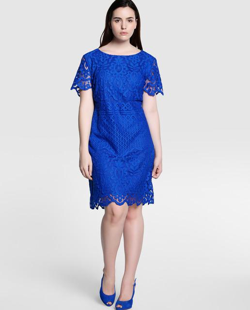 4 outfits para una cena romántica para mujeres de talla grande - vestido con encaje azul