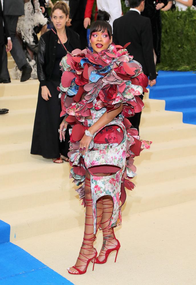 Rihanna - Mejores outfits y peores estilismos Gala Met 2017