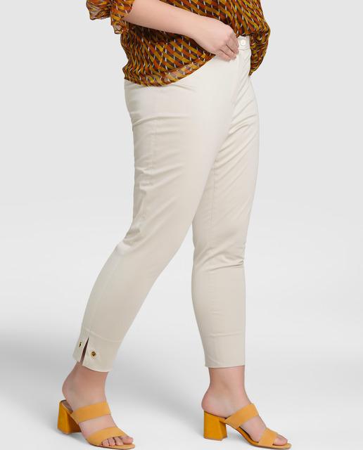 5 looks Tallas grandes - pantalones blancos cortos