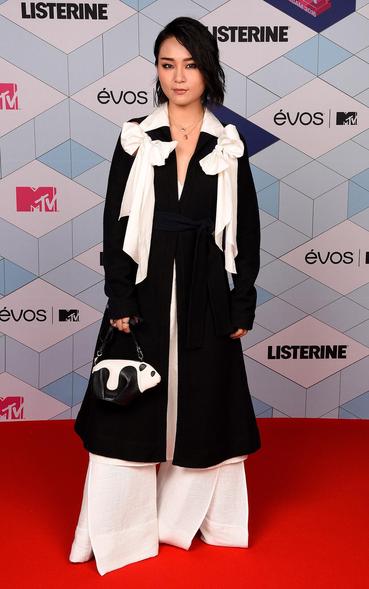 Los mejores y peores vestidos de los MTV Europe Music Awards 2017 - bibi zhou