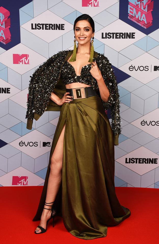 Los mejores y peores vestidos de los MTV Europe Music Awards 2017 - deepika padukone