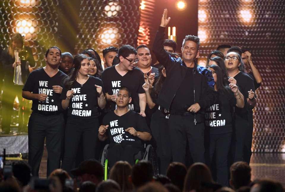 Lo más motivo de Los Grammy Latino - alejandro sanz