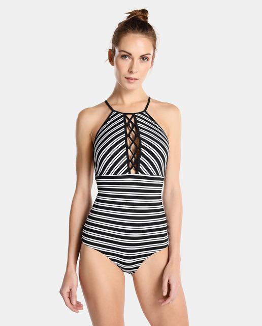 Tendencias moda baño 2018 : el blanco y negro bañador de rayas bicolor