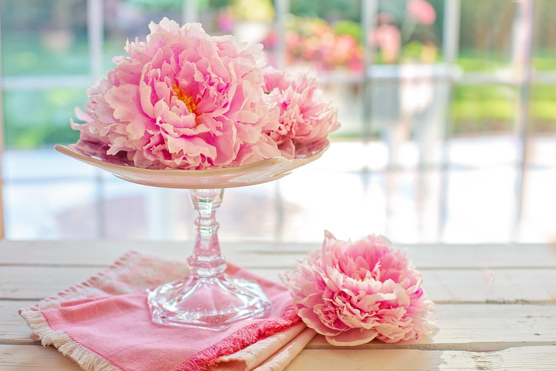 mesa peonias flores